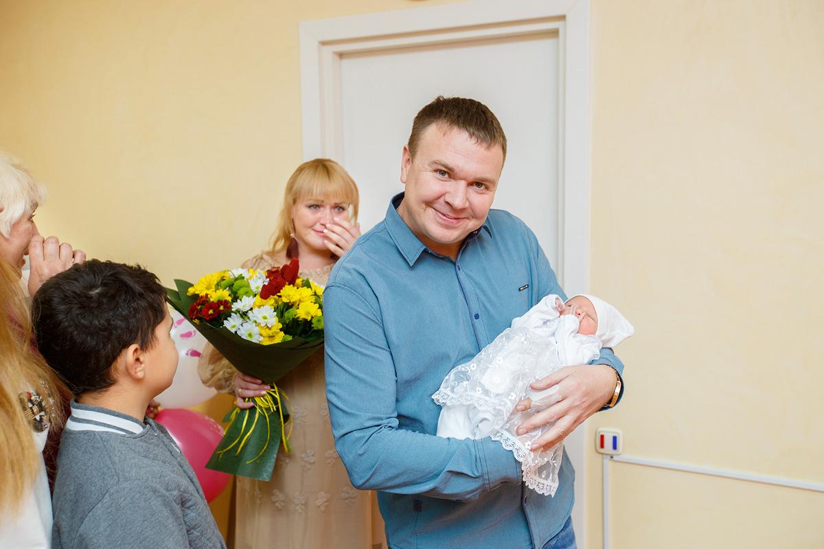 Фотограф на выписку из роддома Кемерово